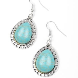 NWT Free with Bundle Sahara Serenity Blue Earrings